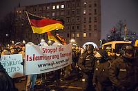 """Etwa 200 Anhaenger des Berliner Ablegers rechten Pegida-Bewegung, Baergida, versammelten sich am Montag den 5. Januar 2015 in Berlin zu einer Demonstration gegen eine angebliche Islamisierung Deutschlands und dagegen, dass """"in 30 Jahren in Deutschland die Sharia herrscht"""", so der Organisator Karl Schmitt.Bis zu 5.000 Menschen protestierten gegen den rechten Ausmarsch und blockierten bei Regen die Marschroute mehrere Stunden. Die Polizei schaffte es nicht mit koerperlicher Gewalt die Blockade zu beenden, so dass die Rechten nach drei Stunden nach Hause gehen mussten. Die Baergida-Anhaenger, """"Berlin gegen die Islamisierung des Abendlandes"""", feierten dies aber dennoch als Sieg. Waren zur ersten Baergida-Aktion eine Woche zuvor nur 5 Menschen gekommen.<br /> Unter den Anhaengern von Baergida waren viele bekannte militante Neonazis und Hooligans sowie Mitglieder der Rechtsparteien AfD und Pro Deutschland und der rechtsradikalen German Defense League. Immer wieder wurde skandiert """"Luegenpresse, auf die Fresse"""" und dass die Journalisten nach Israel verschwinden sollen.<br /> 5.1.2015, Berlin<br /> Copyright: Christian-Ditsch.de<br /> [Inhaltsveraendernde Manipulation des Fotos nur nach ausdruecklicher Genehmigung des Fotografen. Vereinbarungen ueber Abtretung von Persoenlichkeitsrechten/Model Release der abgebildeten Person/Personen liegen nicht vor. NO MODEL RELEASE! Nur fuer Redaktionelle Zwecke. Don't publish without copyright Christian-Ditsch.de, Veroeffentlichung nur mit Fotografennennung, sowie gegen Honorar, MwSt. und Beleg. Konto: I N G - D i B a, IBAN DE58500105175400192269, BIC INGDDEFFXXX, Kontakt: post@christian-ditsch.de<br /> Bei der Bearbeitung der Dateiinformationen darf die Urheberkennzeichnung in den EXIF- und  IPTC-Daten nicht entfernt werden, diese sind in digitalen Medien nach §95c UrhG rechtlich geschuetzt. Der Urhebervermerk wird gemaess §13 UrhG verlangt.]"""