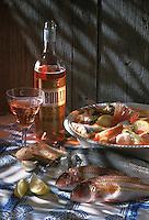 Europe/France/Provence-Alpes-Côte d'Azur/13/Bouches-du-Rhône/Marseille: Bouillabaisse Marseillaise et bouteille de vin rosé de Bandol (côte de Provence - AOC Bandol)