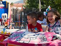Kinder  beim Traubenfest, Vrsac, Vojvodina, Serbien, Europa<br /> Children at the wine-festival, Vrsac, Vojvodina, Serbia, Europe