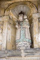 Europe/France/Rhone-Alpes/73/Savoie/Saint-Martin-de-Belleville: Chapelle Notre-Dame-de-la-Vie détail statue du porche