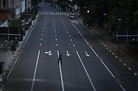 Campinas (SP), 23/03/2020 - Covid-19-SP - Movimentação na avenida Francisco Glicério na região central de Campinas, interior de São Paulo, na manhã desta segunda-feira (23).Campinas entrou hoje (23) em estado de quarentena para o combate a pandemia de coronavírus. Até o final de semana a cidade tinha confirmado nove casos (sete em isolamento domiciliar e dois internados em leitos comuns) e investigava outros 253 casos suspeitos. A medida começa um dia antes da quarentena decretada no Estado. (Foto: Luciano Claudino/Código19)