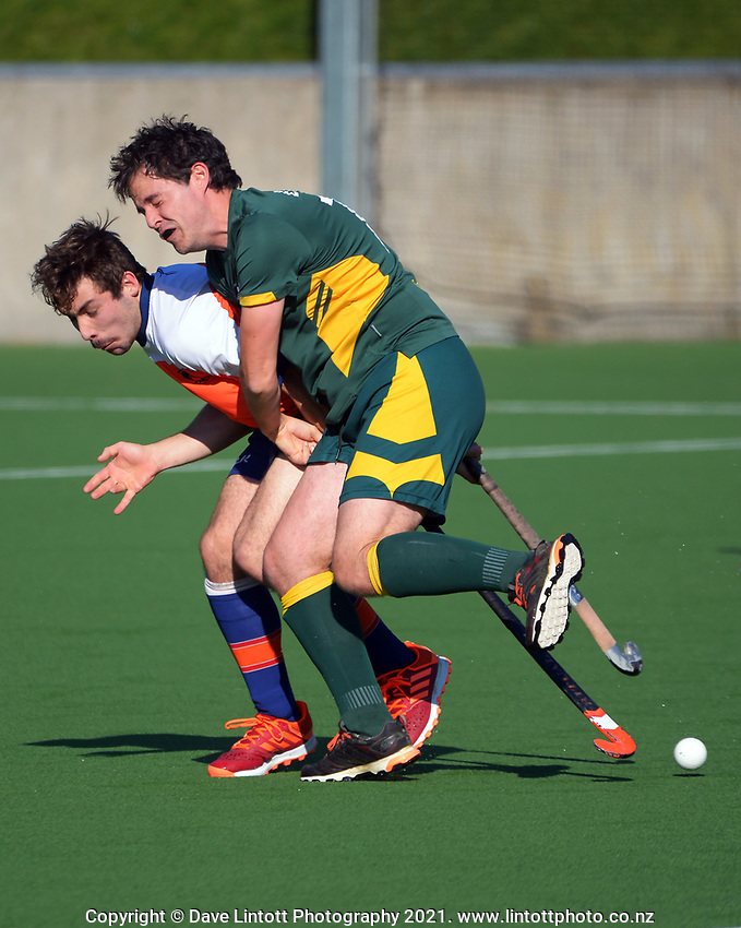 Action from the Wellington men's P3 hockey match between Tawa Titans and Victoria University at National Hockey Stadium in Wellington, New Zealand on Saturday, 11 September 2021. Photo: Dave Lintott / lintottphoto.co.nz