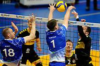 24-04-2021: Volleybal: Amysoft Lycurgus v Draisma Dynamo: Groningen Lycurgus speler Sam Gortzak ziet de bal door zijn handen gaan