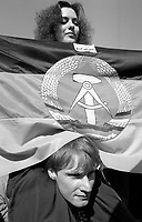 BERLINO / GERMANIA - 3 OTTOBRE 1990.MANIFESTAZIONE DEI GRUPPI DI SINISTRA NEL QUARTIERE DI KREUZBERG CONTRO L'UNIFICAZIONE DELLA GERMANIA..FOTO LIVIO SENIGALLIESI..BERLIN / GERMANY - 3 OCTOBER 1990.LEFT WING GROUPS PROTEST AGAINST REUNIFICATION OF GERMANY. .PHOTO BY LIVIO SENIGALLIESI.