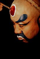 Pekingoper, in der Maske, Rolle des Buddha, Peking (Beijing), China