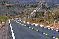 Estrada na caatinga, BR 020 em Simplicio Mendes. Piaui. 2015. Foto de Candido Neto.
