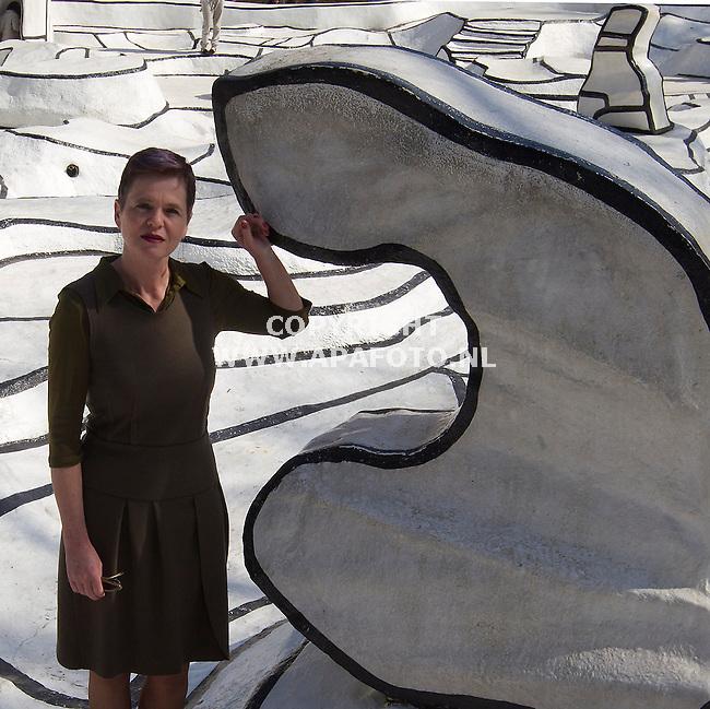 Hoge Veluwe 280312Lisette Pelscher ,de nieuwe directeur van het Kroller Muller museum, in De Tuin van Dubuffet<br /> Foto Sjef Prins APA-foto