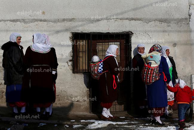 BULGARIA, Ribnovo, January 25, 2010. Bulgarian muslim women attend a wedding ceremony in the remote village of Ribnovo, in the Rhodope moutain region, south of Bulgaria. Bulgarian Muslims, which today are nearly 8% of the country's population and the largest muslim minority community in the European Union, revived their cultural and religious traditions after the fall of communist regime in Bulgaria in 1989. .BULGARIE, Ribnovo, 25 Janvier 2010. Des femmes Bulgares de confession musulmane participent a une cérémonie de mariage dans le petit village de Ribnovo dans les montagnes des Rhodopes en Bulgarie. La minorité musulmane qui représente aujourd'hui près de 8% de la population totale du pays et qui est la plus large majorité musulmane dans les pays de l'Union Européenne a ravive ses traditions culturelles et religieuse après la chute du régime communiste Bulgare en 1989.
