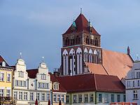 Marktplatz und Marienkirche in Greifswald ,Mecklenburg-Vorpommern, Deutschland, Europa<br /> market place and church Sóf St. Mary, Greifswald, Mecklenburg-Hither Pomerania, Germany, Europe