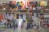 Lojas de artesanato no Mercado Central em Fortaleza. Ceará. 2018. Foto de Juca Martins