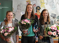 """20160605 – OOSTENDE , BELGIUM :  winner of """"Best Young Player"""" Tine de Caigny (M) pictured during the 2nd edition of the Sparkle award ceremony with  other nominated players Elke Van Gorp (R) and Davinia Vanmechelen (L) , Sunday 5 June 2016 , in Oostende . The Sparkle  is an award for the best female soccer player during the season 2015-2016 comparable to the Golden Shoe or Boot / Gouden Schoen / Soulier D'or for Men in Belgium . PHOTO SPORTPIX.BE / DIRK VUYLSTEKE"""