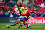 Antoine Griezmann (R) of Atletico de Madrid battles for the ball with Damian Nicolas Suarez Suarez of Getafe CF during the La Liga 2017-18 match between Atletico de Madrid and Getafe CF at Wanda Metropolitano on January 06 2018 in Madrid, Spain. Photo by Diego Gonzalez / Power Sport Images