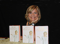08-02-11 Kim Zimmer - I'm Just Sayin'! - Book Signing at Bookends
