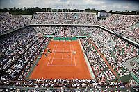 28-05-10, Tennis, France, Paris, Roland Garros, 28-05-10, Tennis, France, Paris, Roland Garros, Thiemo de Bakker  Jo-Wilfriet versus on centercourt