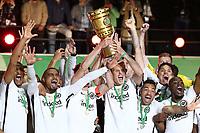winner ehrung Frankfurt Pokalwinner  Pokalgewinner, Kevin Prince Boateng, David Abraham, Alex Meier  <br /> / Sport / Football / DFB Pokal Finale  Bundesliga /  2017/2018 / 19.05.2018 / FC Bayern Muenchen FCB vs. SG Eintracht Frankfurt SGE  *** Local Caption *** © pixathlon<br /> Contact: +49-40-22 63 02 60 , info@pixathlon.de