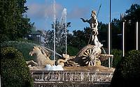 Spanien, Brunnen auf der Plaza Canovas del Castillo in Madrid