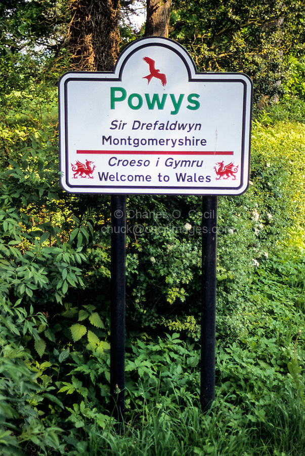 Wales, Offa's Dyke Footpath.  Welcome to Wales Sign.
