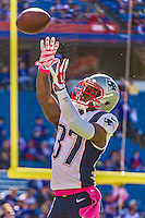 12 October 2014: New England Patriots cornerback Alfonzo Dennard warms up prior to facing the Buffalo Bills at Ralph Wilson Stadium in Orchard Park, NY. The Patriots defeated the Bills 37-22 to move into first place in the AFC Eastern Division. Mandatory Credit: Ed Wolfstein Photo *** RAW (NEF) Image File Available ***