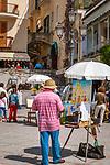 Italien, Kampanien, Sorrentinische Halbinsel, Amalfikueste, Positano: Maler an der Strandpromenade | Italy, Campania, Sorrento Peninsula, Amalfi Coast, Positano: painter