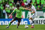 Han Kyo Won fights fotr the balll with Fujiharo of Japan. Jeonbuk Hyundai Motors vs Gamba Osaka during the 2015 AFC Champions League Quarter-Final 1st Leg match on August 26, 2015 at the Jeonju World Cup Stadium, in Jeonju, Korea Republic. Photo by Xaume Olleros /  Power Sport Images