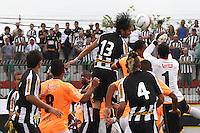 RIO DE JANEIRO, RJ, 29 DE JANEIRO 2012 - CAMPEONATO CARIOCA - 1o TURNO - TAÇA GUANABARA - NOVA IGUAÇU X BOTAFOGO - Loco Abreu (13),  jogador do Botafogo durante partida contra o Nova Iguaçu, pela 2o rodada da Taça Guanabara, no estádio Proletário, na cidade do Rio de Janeiro, neste domingo, 29. FOTO: BRUNO TURANO – NEWS FREE.