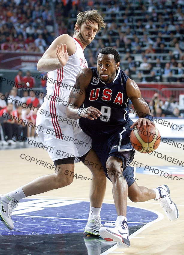 Andre IGUODALA (USA)  passes Semih ERDEN (Turkey) during the Final World championship basketball match against Turkey in Istanbul, Turkey-USA, Turkey on Sunday, Sep. 12, 2010. (Novak Djurovic/Starsportphoto.com) .