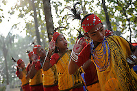 Bangladesh, Region Madhupur, Garo Frauen in traditioneller Kleidung tanzen zum Erntefest Wangala , Garo sind eine christliche u. ethnische Minderheit / BANGLADESH Madhupur, Garo women dance at harvest festival Wangal, Garos is a ethnic and christian minority