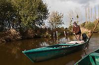 Europe/France/Pays de la Loire/44/Loire Atlantique/Ile de Fedrun/Saint-Joachim:  René Moyon Guide de la Brière en barque