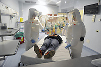 - Milano, simulazione dell'arrivo di un passeggero infettato dal virus all' ospedale Sacco per le malattie infettive<br />