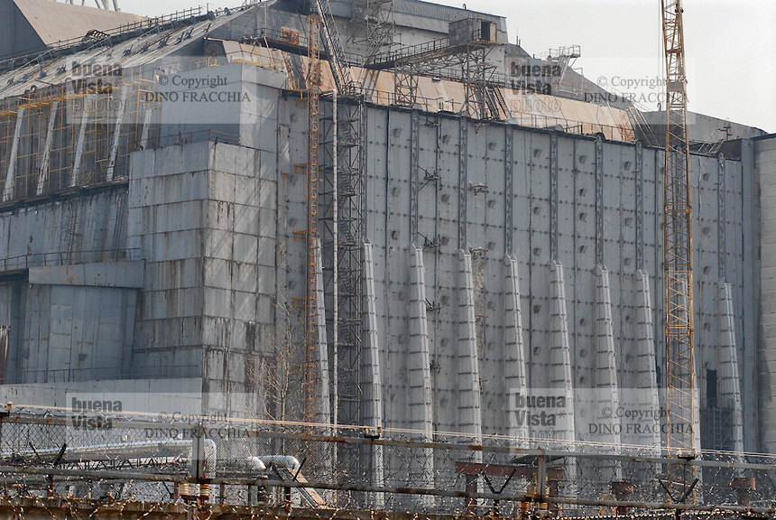 "- 20 years from the nuclear incident of Chernobyl, the reactor numbers 4, place of the catastrophe, covered by the ""sarcophagus"" in concrete built for contain the radiations....- 20 anni dall'incidente nucleare di Chernobyl, il reattore numero 4, luogo della catastrofe, coperto dal ""sarcofago"" in cemento costruito per contenere le radiazioni"