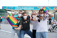 Deutsche Fans beziehen Position gegen die UEFA Entscheidung mit den Regenbogenfarben<br /> - Muenchen 23.06.2021: Deutschland vs. Ungarn, Allianz Arena Muenchen, Euro2020, emonline, emspor, <br /> <br /> Foto: Marc Schueler/Sportpics.de<br /> Nur für journalistische Zwecke. Only for editorial use. (DFL/DFB REGULATIONS PROHIBIT ANY USE OF PHOTOGRAPHS as IMAGE SEQUENCES and/or QUASI-VIDEO)
