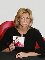 11-24-08 Faith Hill - Joy to the World CD