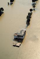 - flood in Valtellina (July 1987)....- alluvione in Valtellina (luglio 1987)