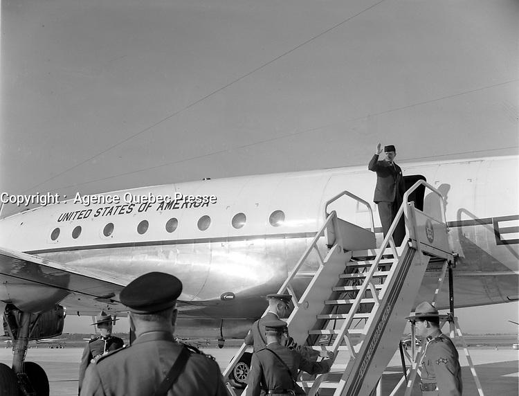 ARCHIVE -<br /> le president du Pakistan Atub Khan<br /> quitte le Quebec, 24 septembre 1962 <br /> <br /> <br /> PHOTO : Agence Quebec Presse - Photo Moderne