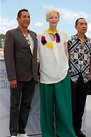 """CANNES, FRANCE - JULY 16: Elkin Diaz, British actress Tilda Swinton and Thai director Apichatpong Weerasethakul at photocall for the film """"Memoria"""" at the 74th annual Cannes Film Festival in Cannes, France on July 16, 2021  <br /> CAP/GOL<br /> ©GOL/Capital Pictures"""