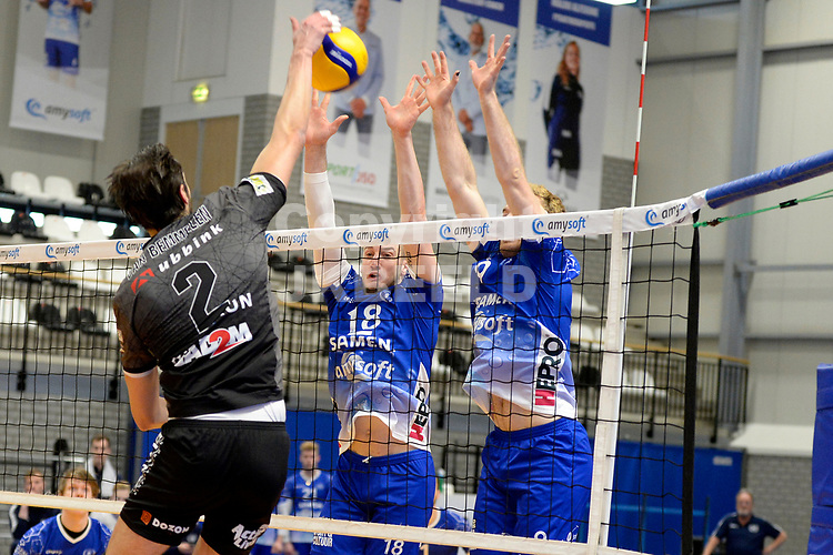 06-03-2021: Volleybal: Amysoft Lycurgus v Active Living Orion: Groningen Orion speler Bas van Bemmelen slaat de bal langs het blok met Lycurgus speler Dennis Borst