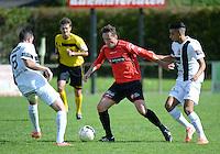 Winkel Sport - SK Deinze  : Vincent Bostoen (midden) aan de bal voor Frederik Declercq (links) en Karim Ben Liou (r) <br /> foto VDB / BART VANDENBROUCKE