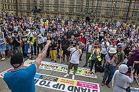 Anti fascists from Stand Up To Racism, Unite Against Fascism and the Anti Fascist Network protest against the far right 'Free Tommy - Welcome Trump' demonstration in Whitehall. Hundreds of Police kept the two sides apart though there were scuffles. 14-7-18 RMT Deputy General Secretary Steve Hedley addressing the protest prior to being assaulted later in the day.
