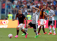 Calcio, Serie A: Roma vs Juventus. Roma, stadio Olimpico, 30 agosto 2015.<br /> Roma's Radja Nainggolan, left, is chased by Juventus' Simone Padoin during the Italian Serie A football match between Roma and Juventus at Rome's Olympic stadium, 30 August 2015.<br /> UPDATE IMAGES PRESS/Riccardo De Luca
