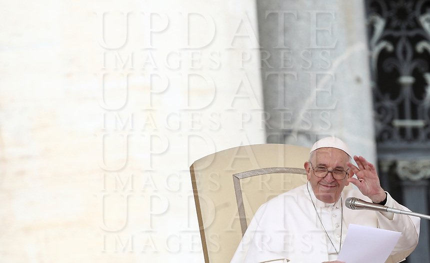 Papa Francesco tiene l'udienza generale del mercoledi' in Piazza San Pietro, Citta' del Vaticano, 20 marzo, 2019.<br /> Pope Francis leads his weekly general audience in St. Peter's Square at the Vatican, on March 20, 2019.<br /> UPDATE IMAGES PRESS/Isabella Bonotto<br /> <br /> STRICTLY ONLY FOR EDITORIAL USE