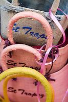 Europe/Provence-Alpes-Côte d'Azur/83/Var/Saint-Tropez: Détail paniers à l'étal d'une boutique