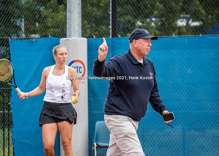 Amstelveen, Netherlands, 5  Juli, 2021, National Tennis Center, NTC, Amstelveen Womans Open, Anouk Koevermans (NED) is watching if umpite Rob Mulder calls it out<br /> Photo: Henk Koster/tennisimages.com