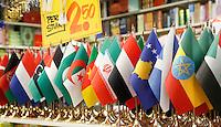 Nederland 2017. Vlaggetjes uit o.a. het Midden Oosten en Noord Afrika te koop.  Foto Berlinda van Dam / Hollandse Hoogte