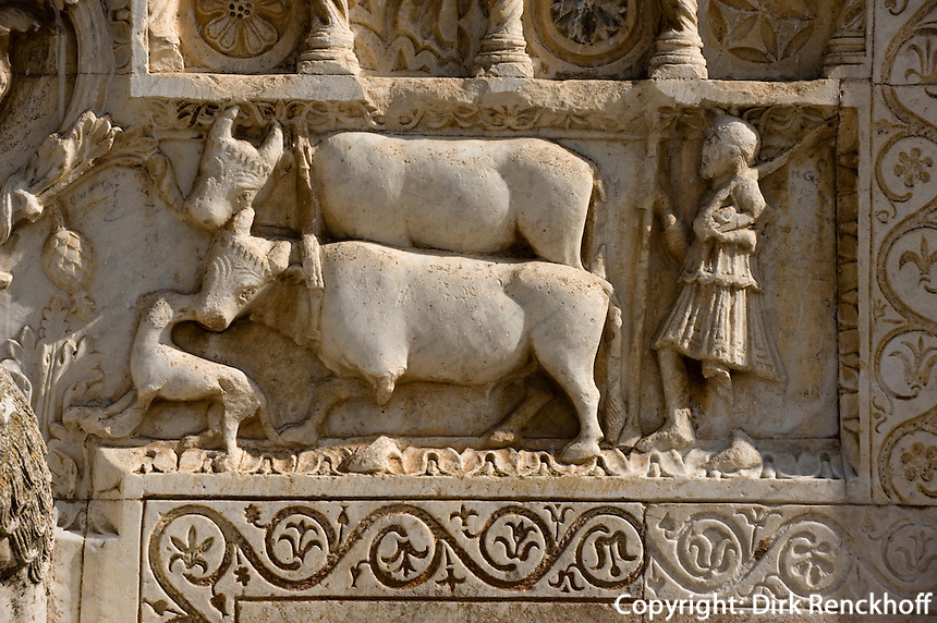 romanische Kirche San Pietro fuori le Mura in Spoleto, Detail der Fassade, 13.Jh., Umbrien, Italien