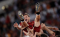 Calcio, Serie A: Roma, stadio Olimpico, 28 maggio 2017.<br /> AS Roma's Roma's Francesco Totti is thrown into the air by teammates during a ceremony to celebrate his last match with AS Roma after the Italian Serie A football match between AS Roma and Genoa at Rome's Olympic stadium, May 28, 2017.<br /> Francesco Totti's final match with Roma after a 25-season career with his hometown club.<br /> UPDATE IMAGES PRESS/Isabella Bonotto