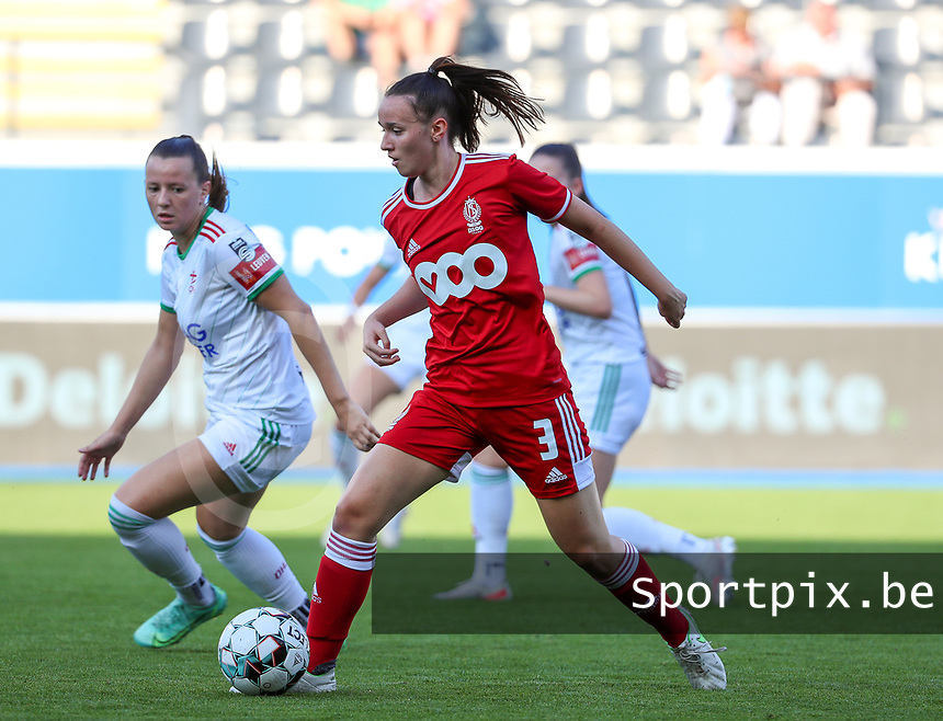 Hannah Eurlings (9) of OHL and Loredana Humartus (3) of Standard  in action during a female soccer game between Oud Heverlee Leuven and Standard Femina de Liege on the third matchday of the 2021 - 2022 season of Belgian Womens Super League , Sunday 5 th of September 2021  in Leuven , Belgium . PHOTO SPORTPIX.BE | SEVIL OKTEM