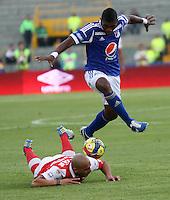 BOGOTÁ-COLOMBIA- 27-01-2013. Elkin Blanco de Millonarios y Omar Perez de Santafe (Photo: VizzorImage/ Felipe Caicedo)