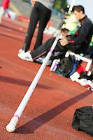 Stabhochspringer bei der Wettkampfvorbereitung. Foto: Jan Kaefer / aif