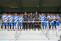 Mannschaftsfoto auf der Tribuene - 27.08.2020: SV Darmstadt 98 Mannschaftsfoto, Stadion am Boellenfalltor, 2. Bundesliga, emonline, emspor<br /> <br /> DISCLAIMER: <br /> DFL regulations prohibit any use of photographs as image sequences and/or quasi-video.