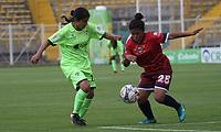 BOGOTÁ -COLOMBIA, 25-02-2018:Angie Valbuena (Der) de La Equidad disputa el balón con Paula Pinilla (Izq) de Fortaleza C.E. I.F.  durante partido por la fecha 3 de la Liga Femenina Águila I 2018 jugado en el estadio Metropolitano de Techo de la ciudad de Bogotá./ Angie Valbuena (R) player of La Equidad fights for the ball with Paula Pinilla (L) player of Fortaleza C.E. I.F.  during the match for the date 3 of the Aguila Women's League I 2018 played at Metropolitano de Techo stadium in Bogotá city. Photo: VizzorImage/ Felipe Caicedo / Staff